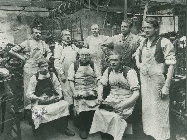 Handsewers in The Mounts shoe factory