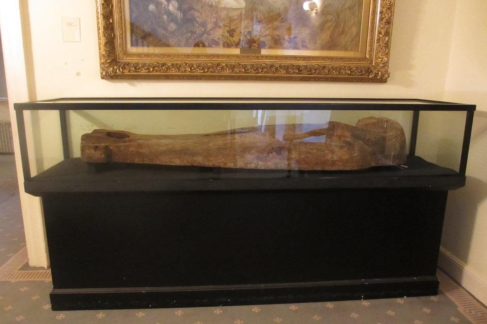 Black display case with horizontal Egyptian coffin lid.